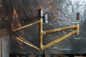 cadre e bambou en fin de fabrication